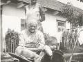 1957r-Zofia z Mamą Magdaleną Moskal/lat 90-zmarła 3 lata później/ ,także Mamą Heleny Saran/ i Piotrkiem
