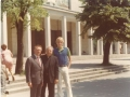 1976r - A.Karpała , ks.Antoni,Frank Saran jr.- przed kościołem - Tarnów-Rzędzin